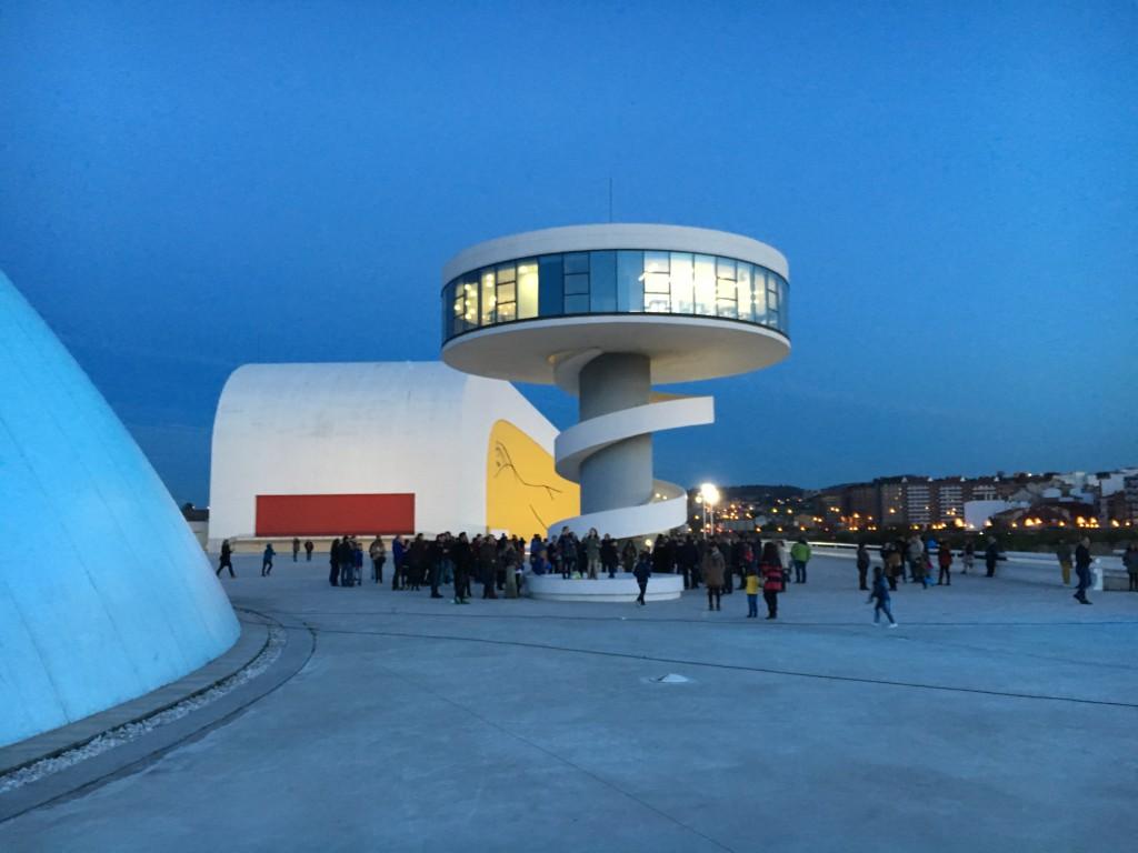 Niemeyer-azul-adani